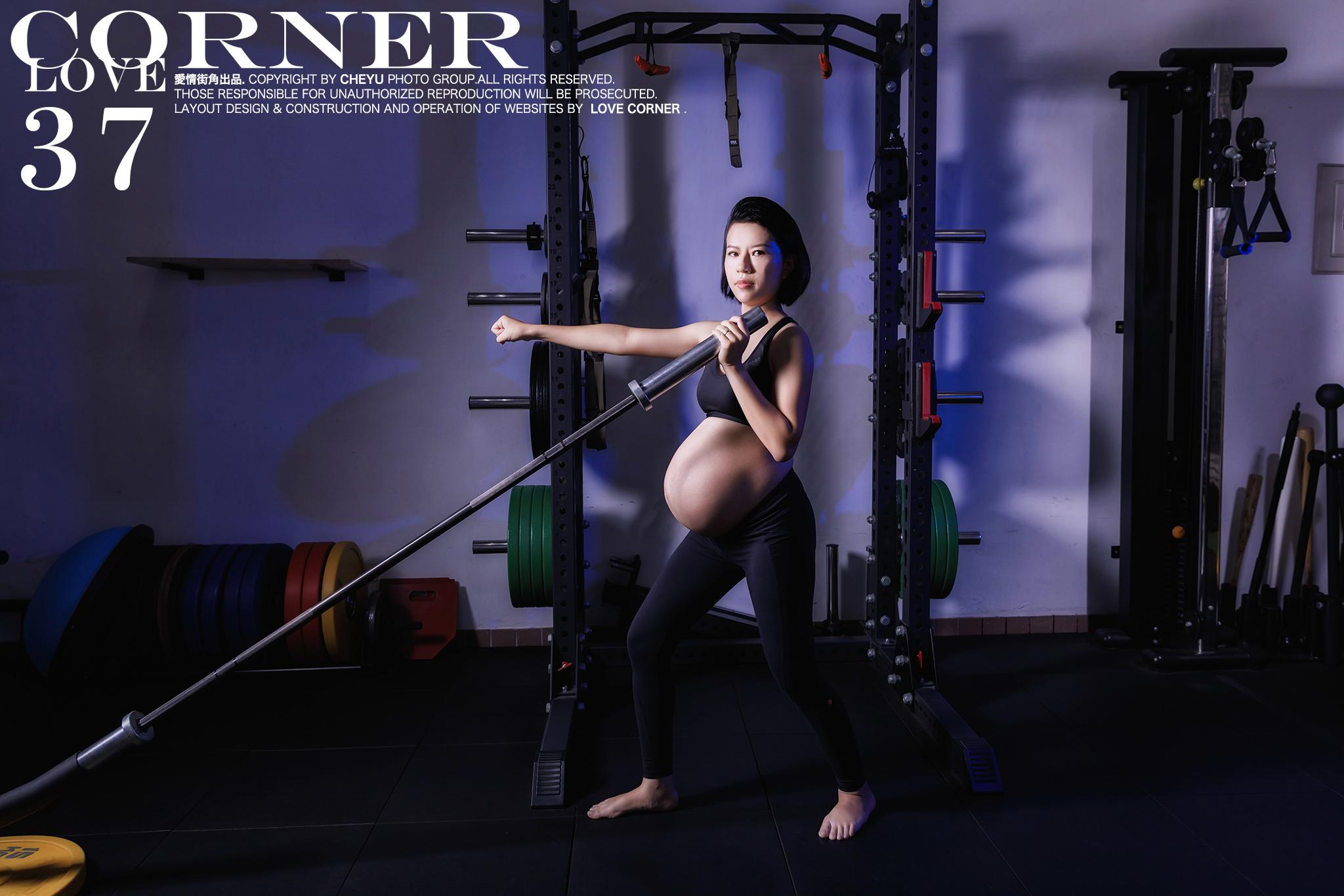 懷孕37週還依舊健身重訓的孕婦辣媽